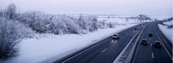 Motorvej i snelandskab